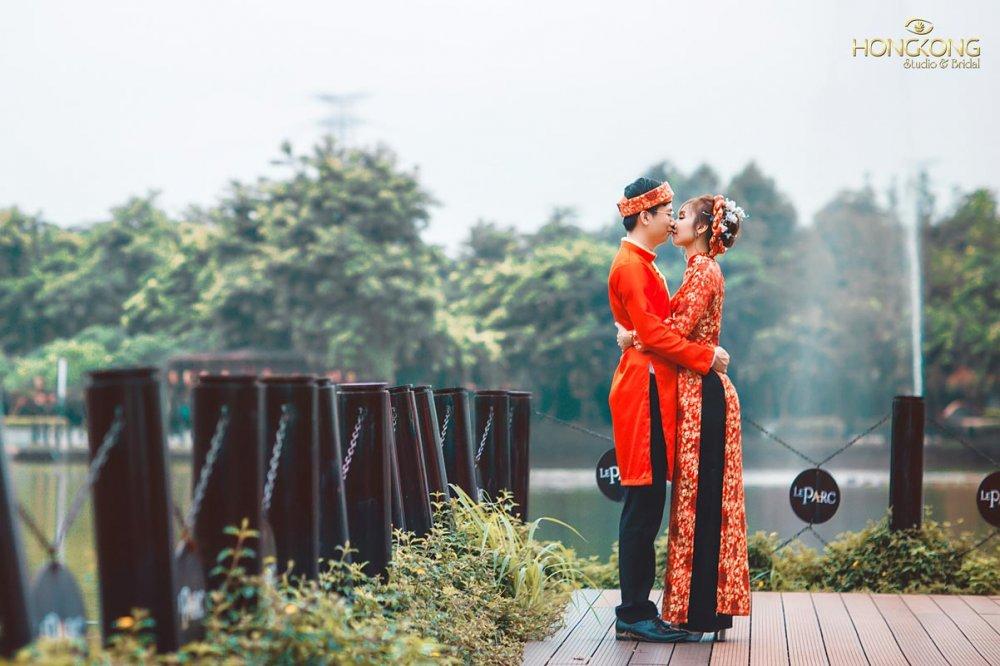 Cách tạo dáng chụp ảnh cưới bằng áo dài c