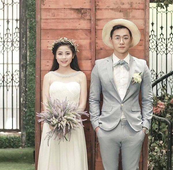 Hướng dẫn cách tạo dáng chụp ảnh cưới trong phòng xu hướng 2020