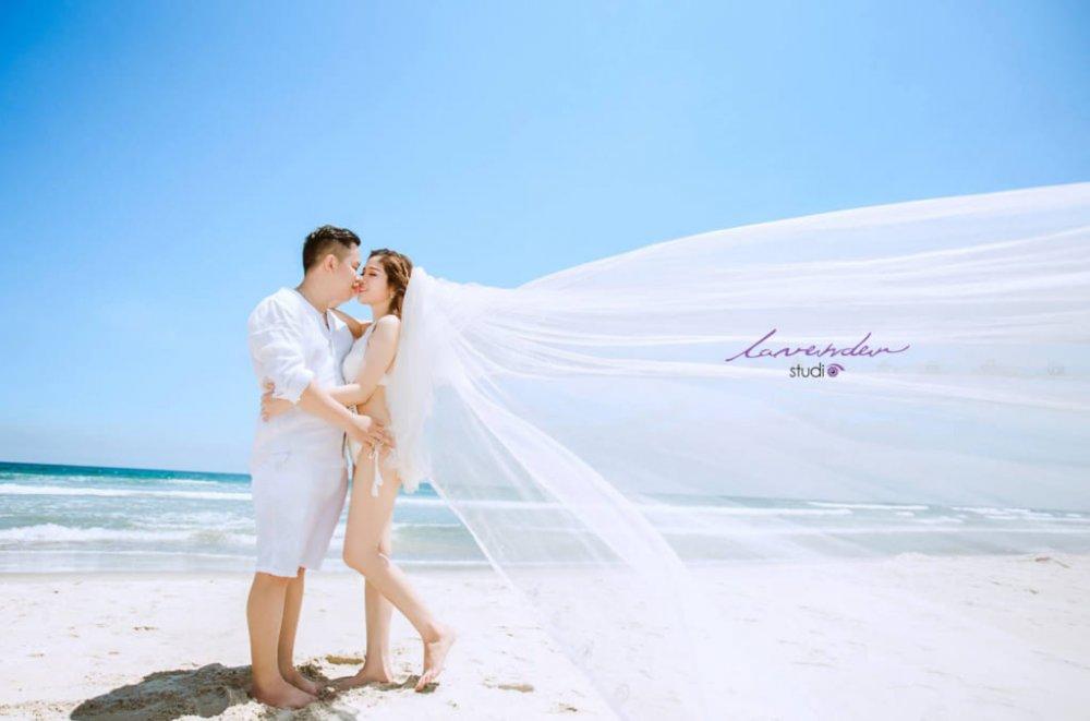 Khi Chụp ảnh cưới ở biển nên mặc gì cho phù hợp