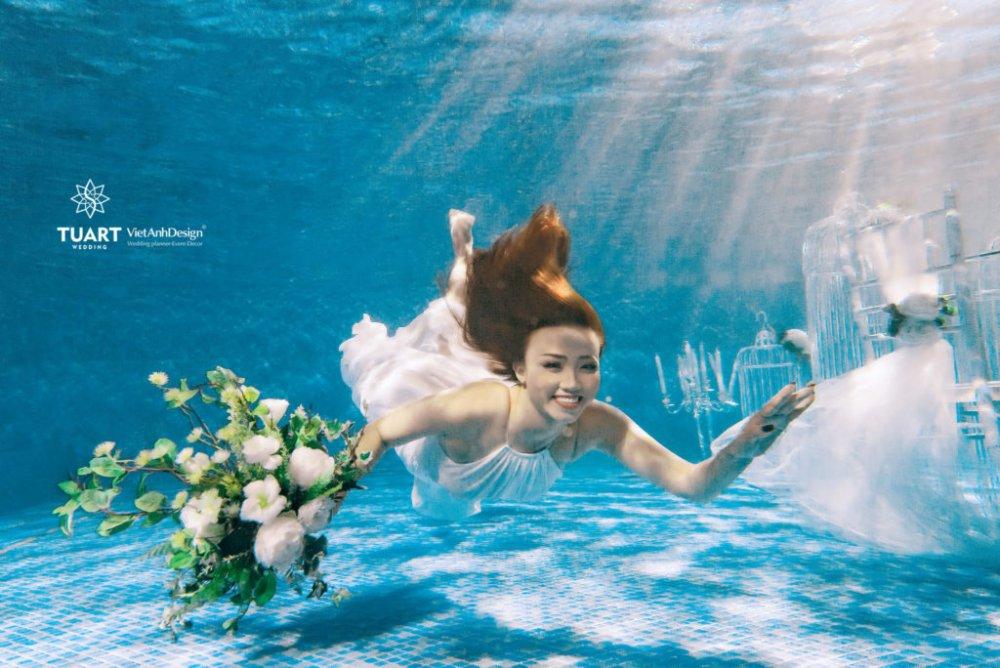 Kinh nghiệm chụp ảnh cưới dưới nước đẹp và lãng mạn mới nhất 2020