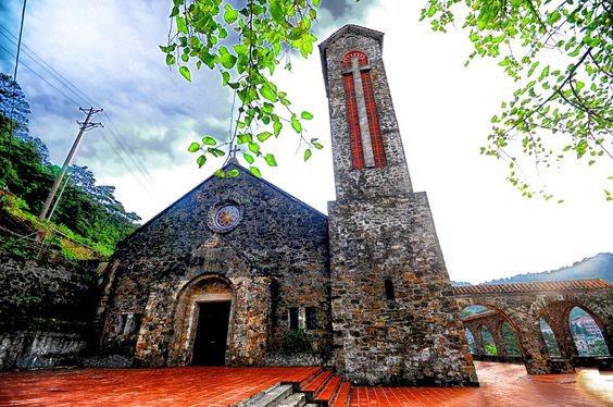 Địa điểm chụp ảnh cưới đẹp ở Tam Đảo - Nhà thờ đá