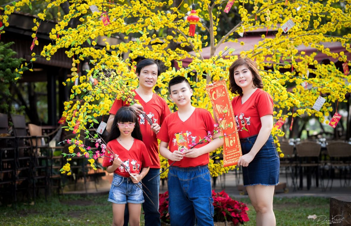 chụp ảnh gia đình ngày tết giá rẻ - HThao Studio tại Tp.HCM