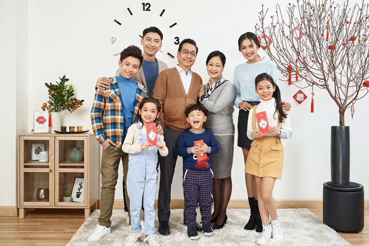Chụp ảnh gia đình nên mặc gì ? - Canifa
