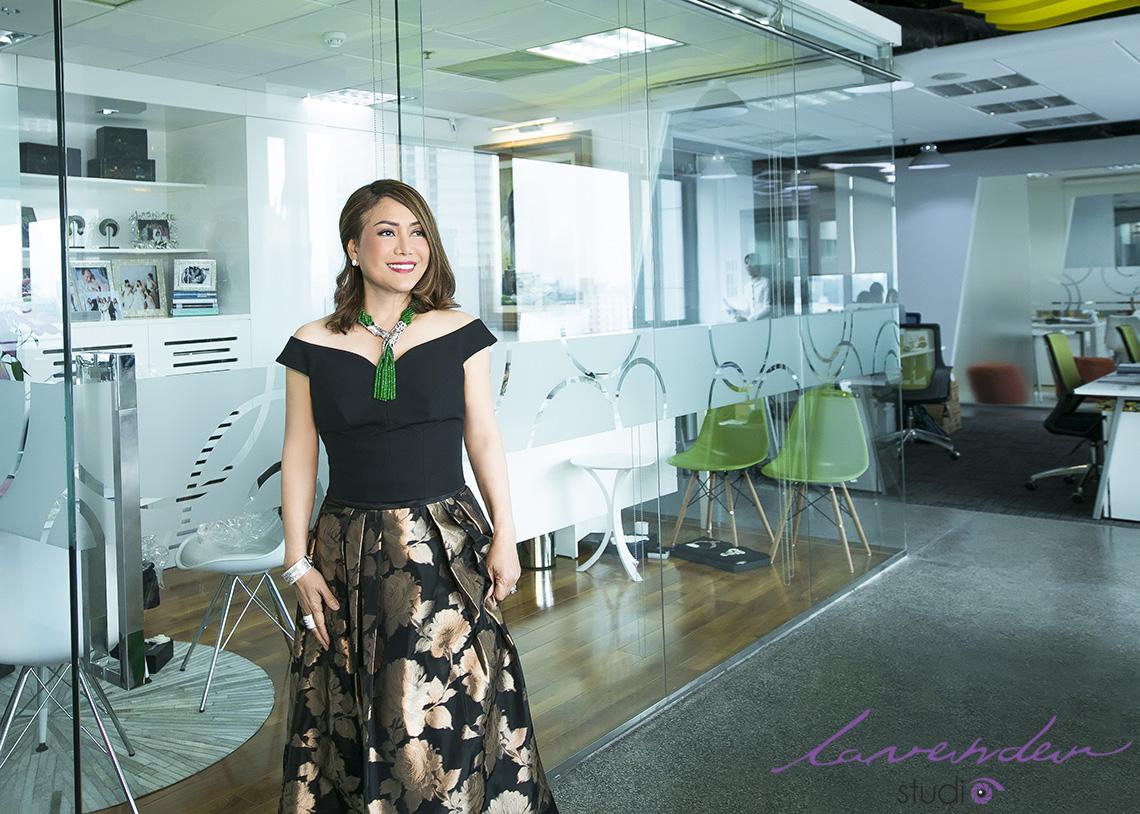 Chụp hình chân dung làm profile, brochure quảng cáo chuyên nghiệp -  Lavender Advertising Việt Nam
