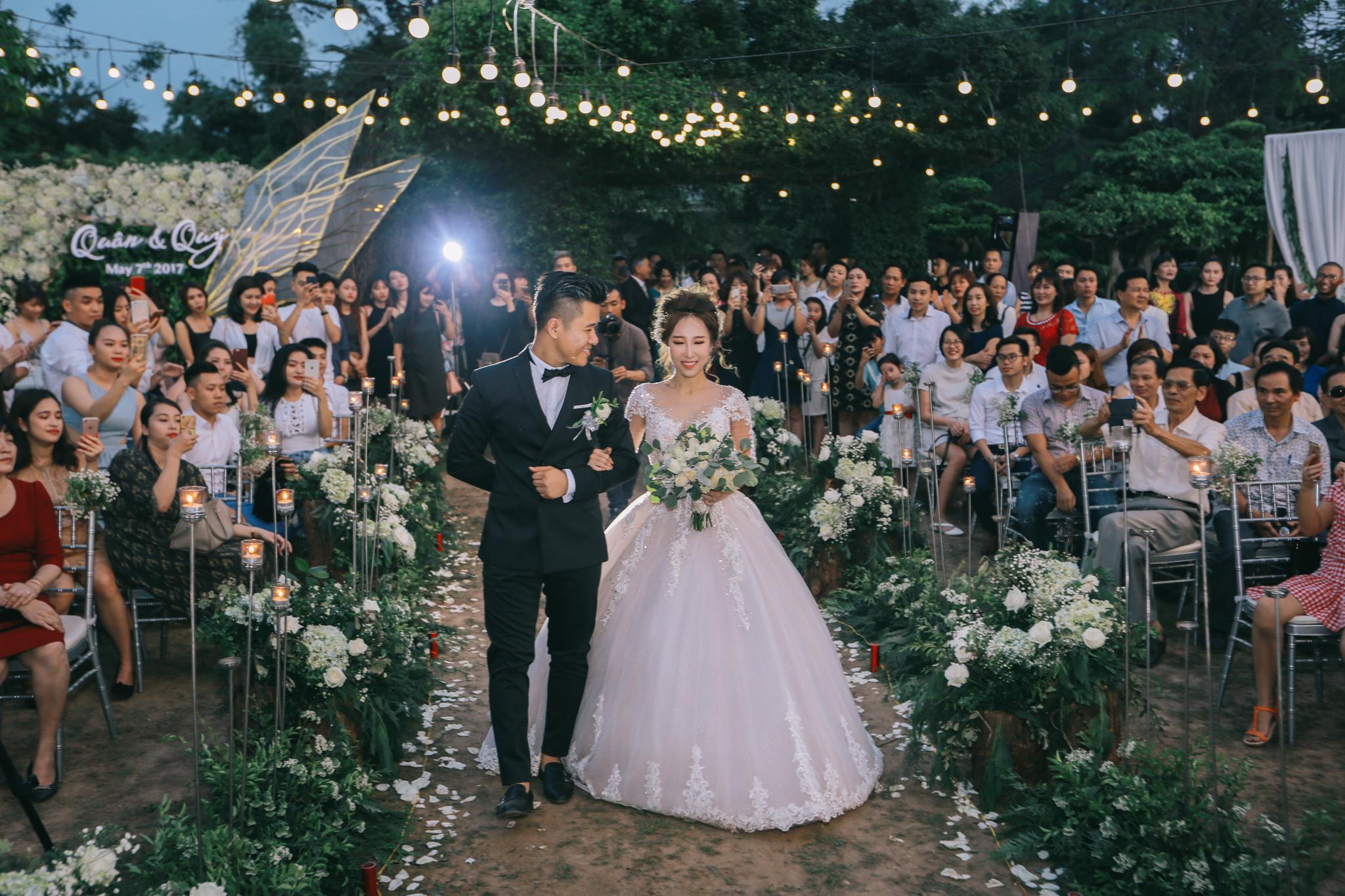 """Đám cưới """"chất miễn bàn"""": Mỗi khách mời đến đều được """"xăm"""" lên tay"""